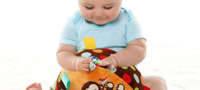 Что умеет ребенок в 8 месяцев — развитие малыша, фото и видео