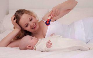 Развитие ребенка в 1 месяц жизни: навыки, рефлексы, игры и питание