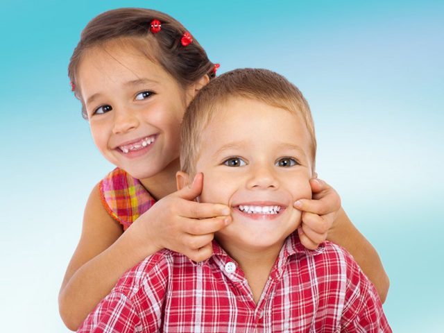 Когда меняются молочные зубы у детей