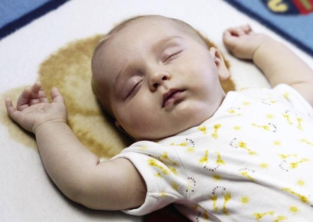 Как уложить новорожденного ребенка спать ночью