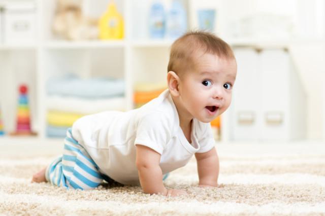 Как научить ребенка ползать - когда дети уже начинают ползать