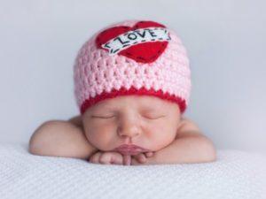 Сколько должен спать новорожденный ребенок между кормлениями
