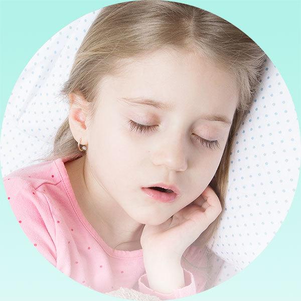Почему ребенок храпит во сне,соплей нет, каковы причины