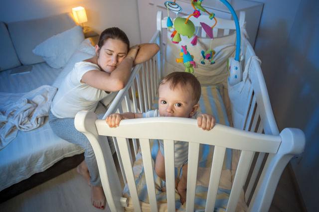 Ребенок перепутал день и ночь, что делать?