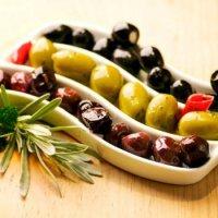 Оливки и маслины при беременности: вред или польза?