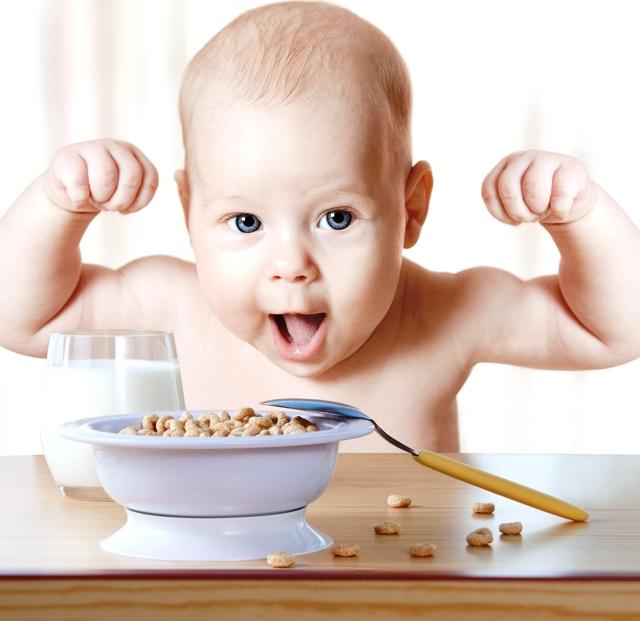 С какого возраста можно начинать вводить прикорм грудному ребенку