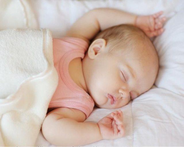 Грудничок не спит весь день: советы как уложить спать малыша