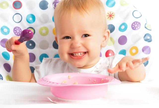 Первый прикорм при искусственном вскармливании: меню, прикорм по месяцам