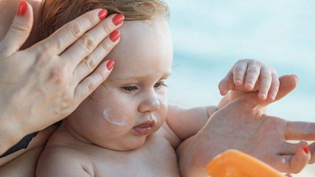 У ребенка шелушится кожа на голове: Причины