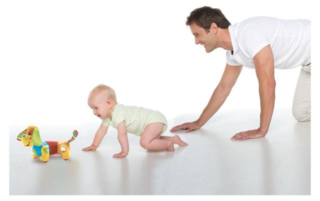 Как малышу помочь научиться ползать