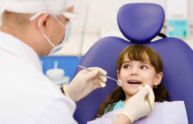Плохой запах изо рта у ребенка, почему возникает кислый и неприятный запах у детей