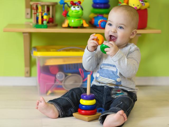 Развитие ребенка в 1 год: кризис первого года, развивающие игры и речь малыша