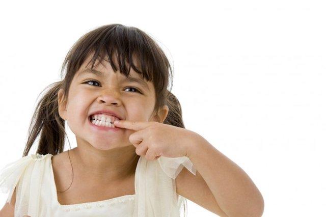 Почему ребенок скрипит зубами во сне