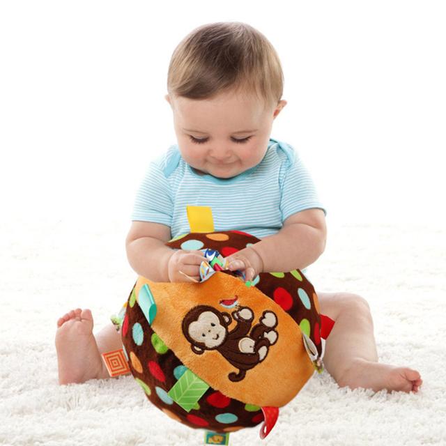 Что умеет ребенок в 8 месяцев - развитие малыша, фото и видео