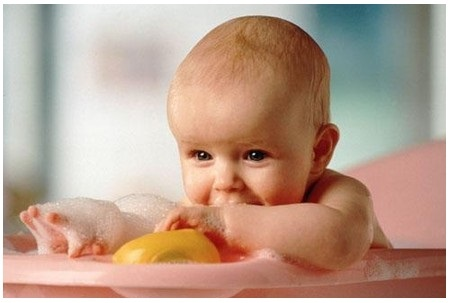 Развитие ребенка в 6 месяцев: введение прикорма и развивающие упражнения