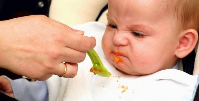 Ребенок не ест прикорм: что делать, когда грудничок отказывается от прикорма