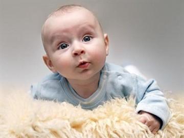 Когда ребенок начинает гулить и агукать, во сколько месяцев