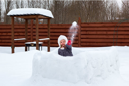 Игры для детей зимой на улице на свежем воздухе