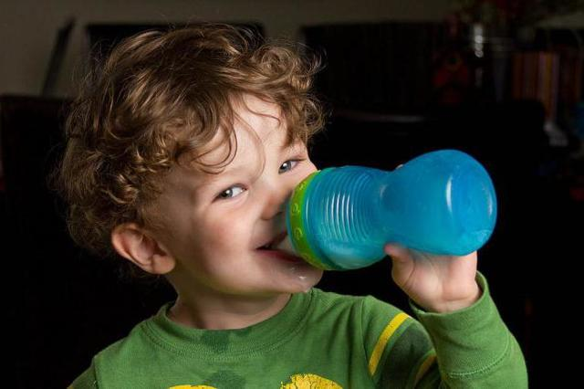 Как научить ребенка жевать и глотать твердую пищу