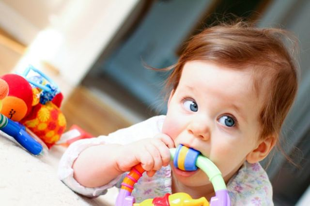 Ребенок подавился и задыхается: первая помощь