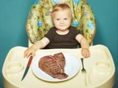 С какого возраста можно давать ребенку свинину