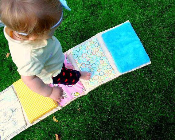 Почему ребенок ходит на носочках: каковы причины и что делать