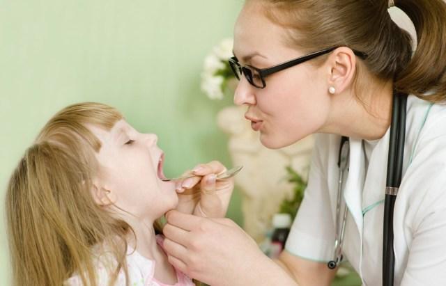Сильный кашель у ребенка ночью: что делать