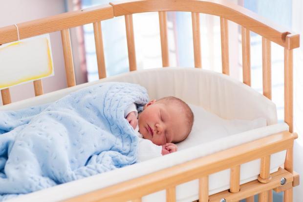 Сколько должен бодрствовать ребенок в 1 месяц, в 2 месяца