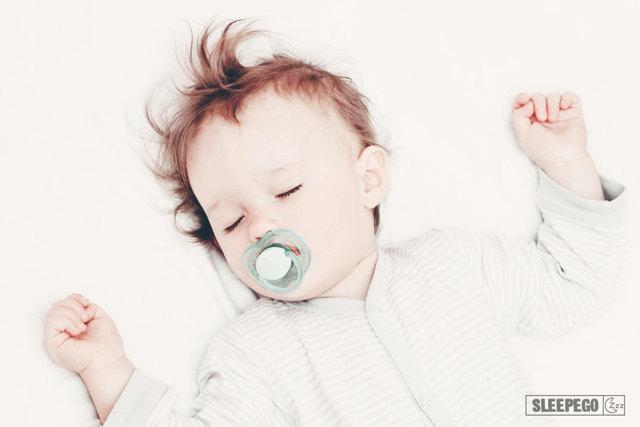 Сколько должен спать ребёнок в 2 месяца: таблица
