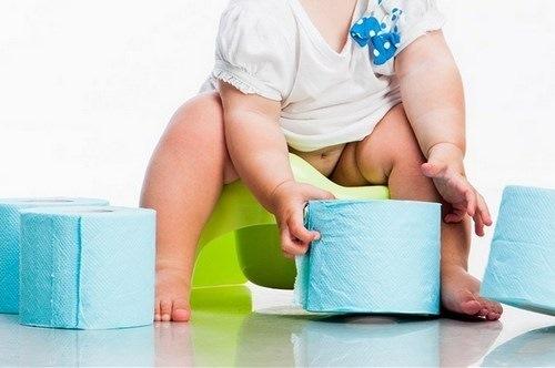 Зелёный стул у грудничка: что делать если у ребёнка понос, пенистый кал