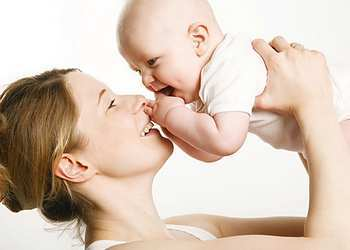 Когда новорожденный начинает осознанно улыбаться