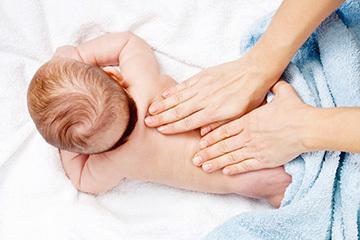 Как научить малыша держать голову - советы и видео для родителей