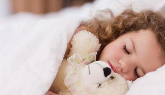 Как приучить ребенка спать самому в своей кроватке, простые советы и видео