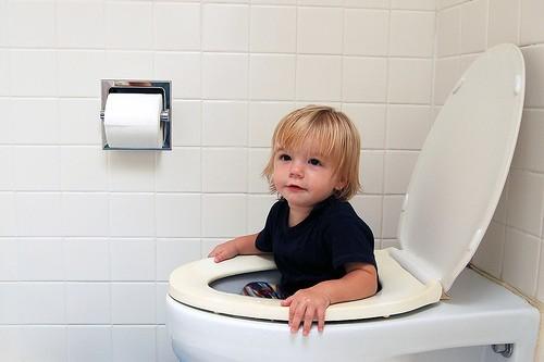 Ребенок не хочет ходить на горшок: что делать