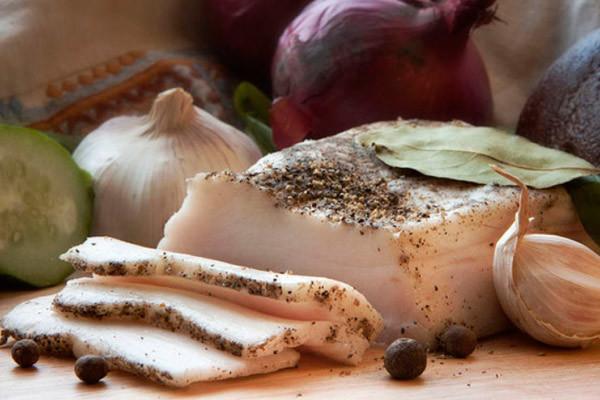 Можно ли при грудном вскармливании соленое сало