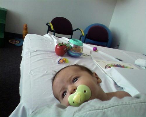 У новорожденного ребенка кривошея: симптомы, лечение