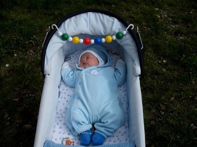 Игры с ребенком в 2 месяца - чем занять малыша